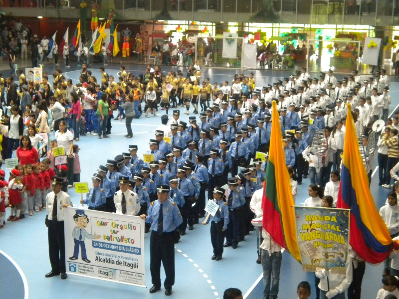formacion patrulleros en evento